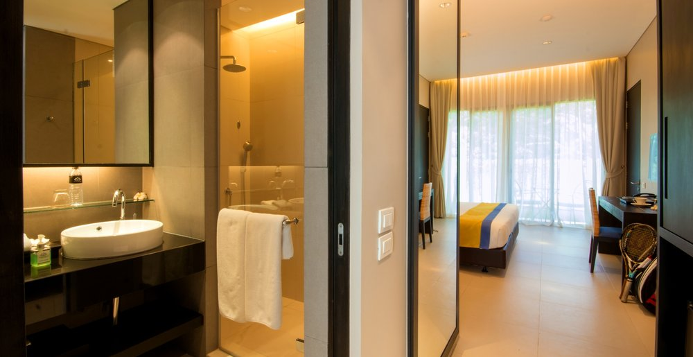 Deluxe Room - Bathroom (12).jpg