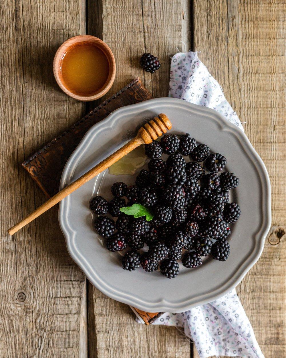 berries-berry-blackberry-257834.jpg