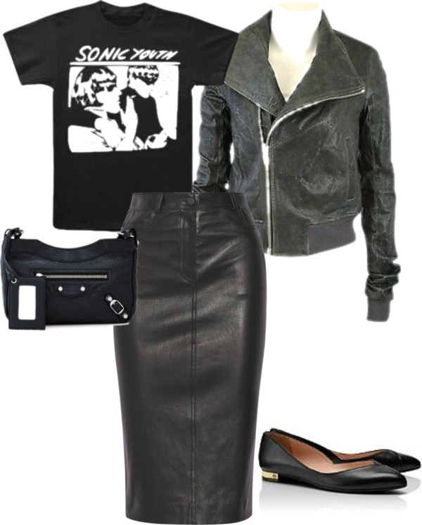 Chic leather skirt and graphic tee for dinner or drinks outfit from Laura's Fall/Winter capsule wardrobe