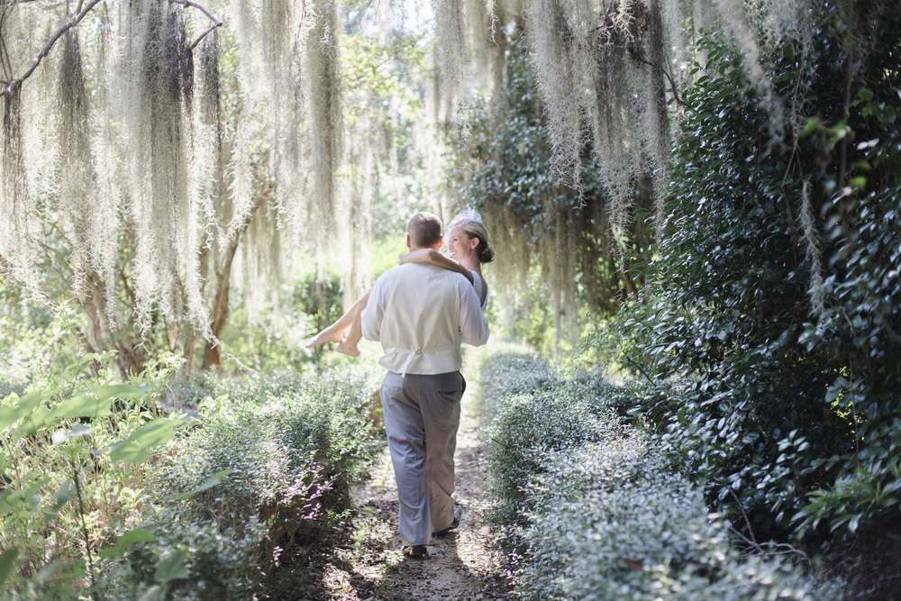 Louisiana Bride and Groom in moss trees Baton Rouge New Orleans wedding photographer