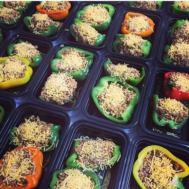 Stuffed peppers are back on our menu🚨. . . #freshleprep #fitspo #fitness #instafit #eattogrow  #healthyeating #bodybuilding #prepmeals #inspiration #paleo #vegan #mealprep #health #eatclean #fresh #foodie #bulking #lean #eatright #fitmeals #protein #igfitness #fitness #muscle #instafit #motivation #weightloss #dietfood
