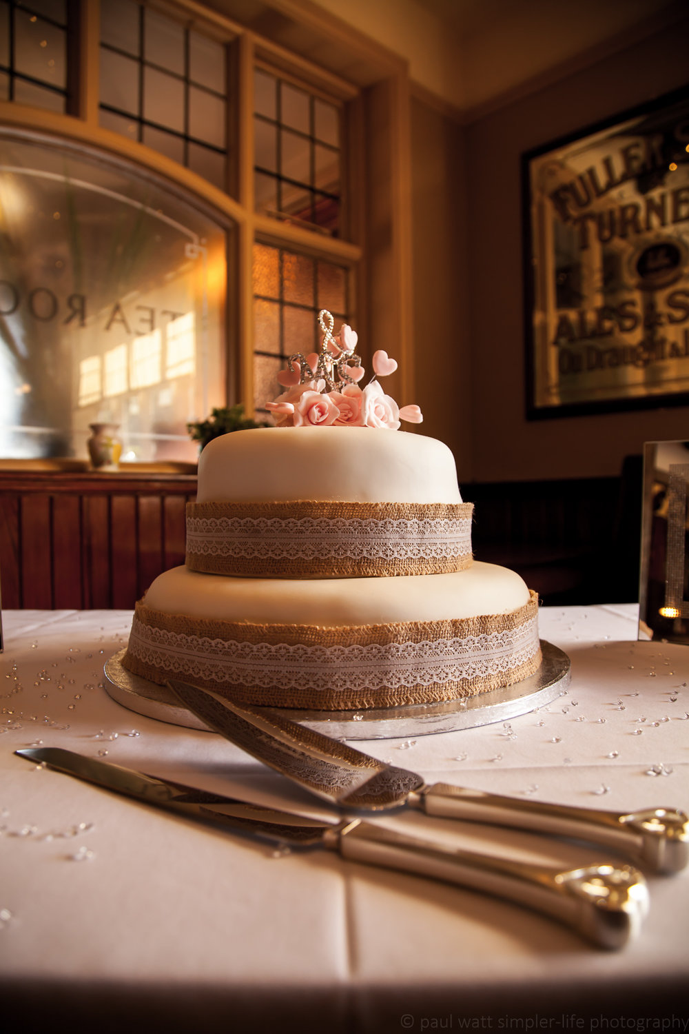 The cake looked simple and elegant,which matched the rest of the day