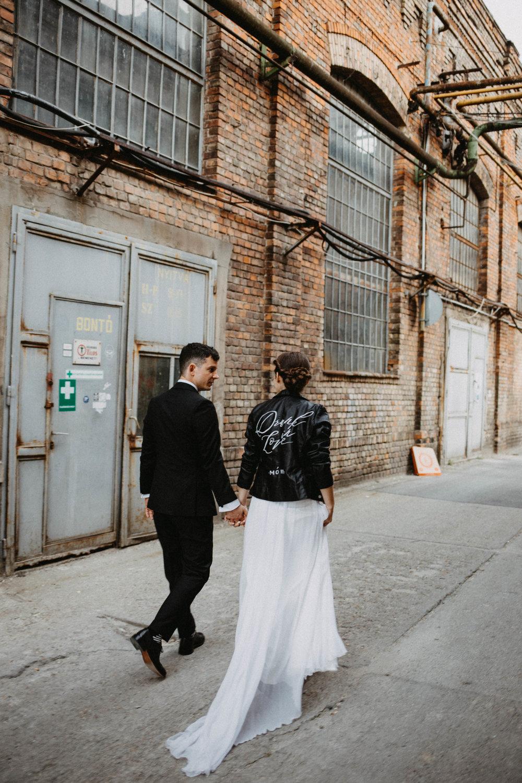 1826-Moni+Szabi-wedding-341-w.jpg