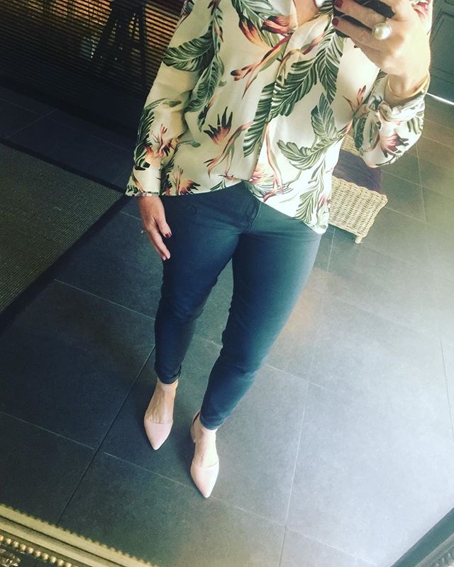 Florals and pinks shirt @poetry jeans @countryroad and shoes @kurtgeiger #laudayimage #fashion #florals