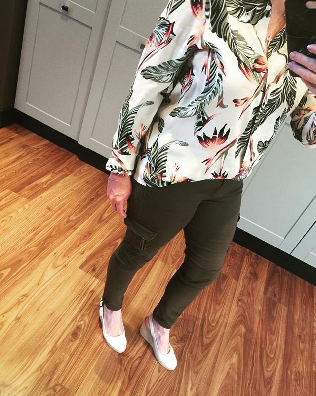 Loving this botanical shirt from @poetry Worn with cargo pants from @oldkhaki and espadrilles. How else would you wear this? #olivegreen #florals #laudayimage #fashion #mixandmatch