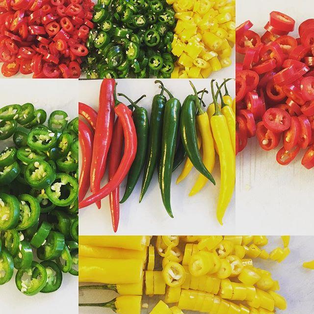I väntan på ljusare vårtider och färger #chilli #red #green #yellow #snartärdetvår