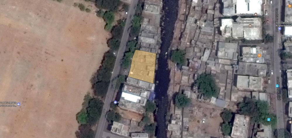 Houses residing on the banks of musi nala..