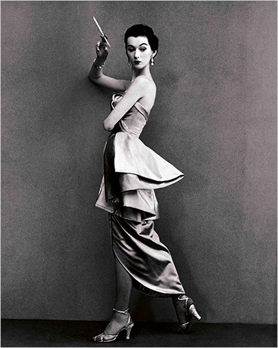 Source:  New York Times    Dovima was a runway model in the 1940s and 1950s.