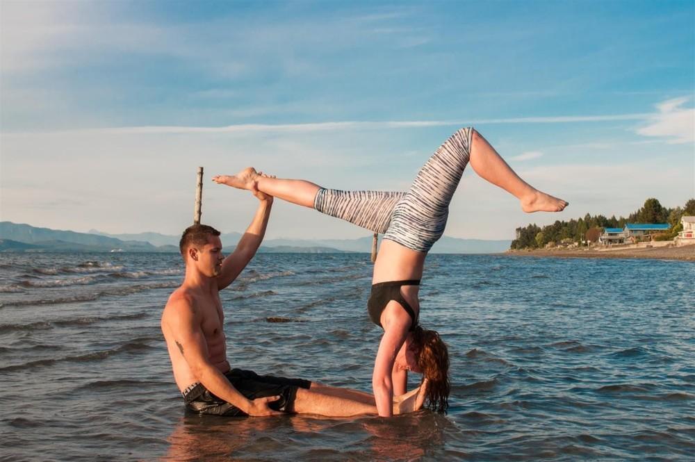 acro yoga beach