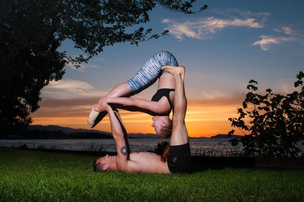 acro yoga sunset