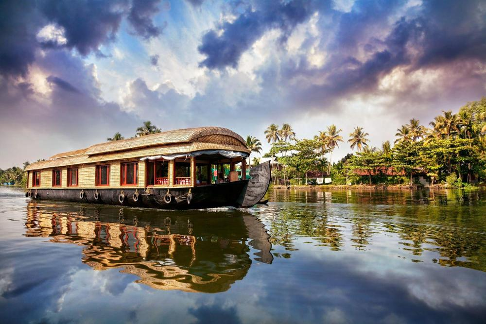 Houseboat-on-Backwaters-Kerala1.jpg