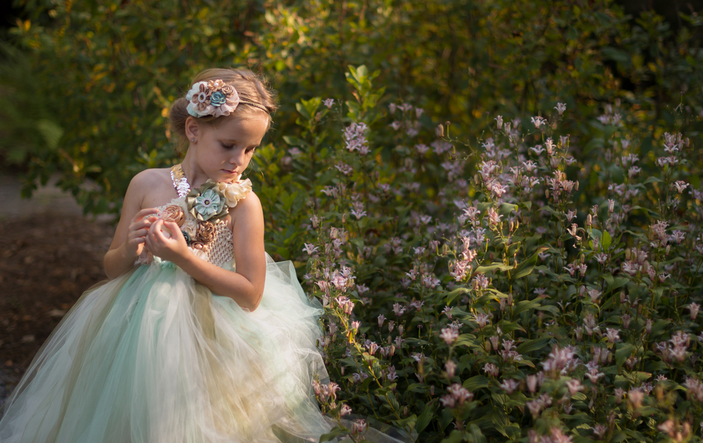 Beautiful children photography session at Smith-Gilbert Gardens in Kennesaw, GA