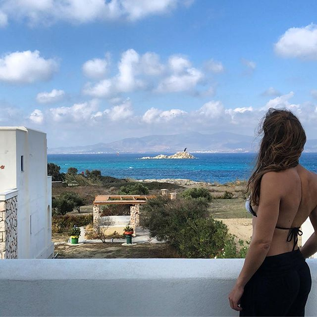 Woke up in a Greek kitesurfing dream.  Can't believe these islands are almost dead at this perfect time of the year. Wind is strong sun is out, lets go kiting  #greatful #traveller #myhappyplace #happymoments #kitsurfing #kitegirl #girlstrip #greekislands #naxosisland #windy