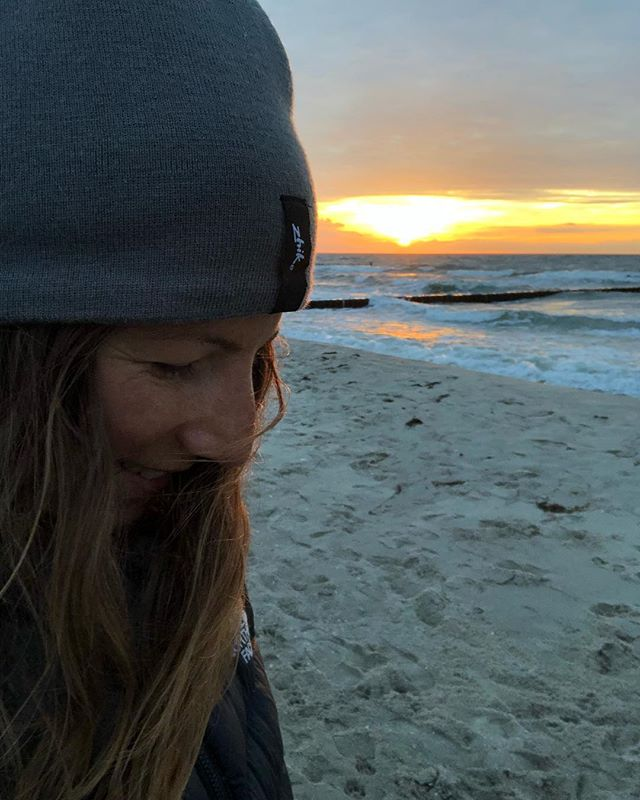 Laugh with your eyes, smile with your soul, hug with your heart and love with your spirit. -unknown-  #tagammeer #travelgirls #kitegirls #kiteboardgirls #kitesurfers #balticsea #beachwalk #sunsetview #greatfulheart #weekendtravel #weekendtreat #weekendtrips #travellust #worklifebalanced #freesoul #appreciatenature #oceanlover #autumcolors #zhik