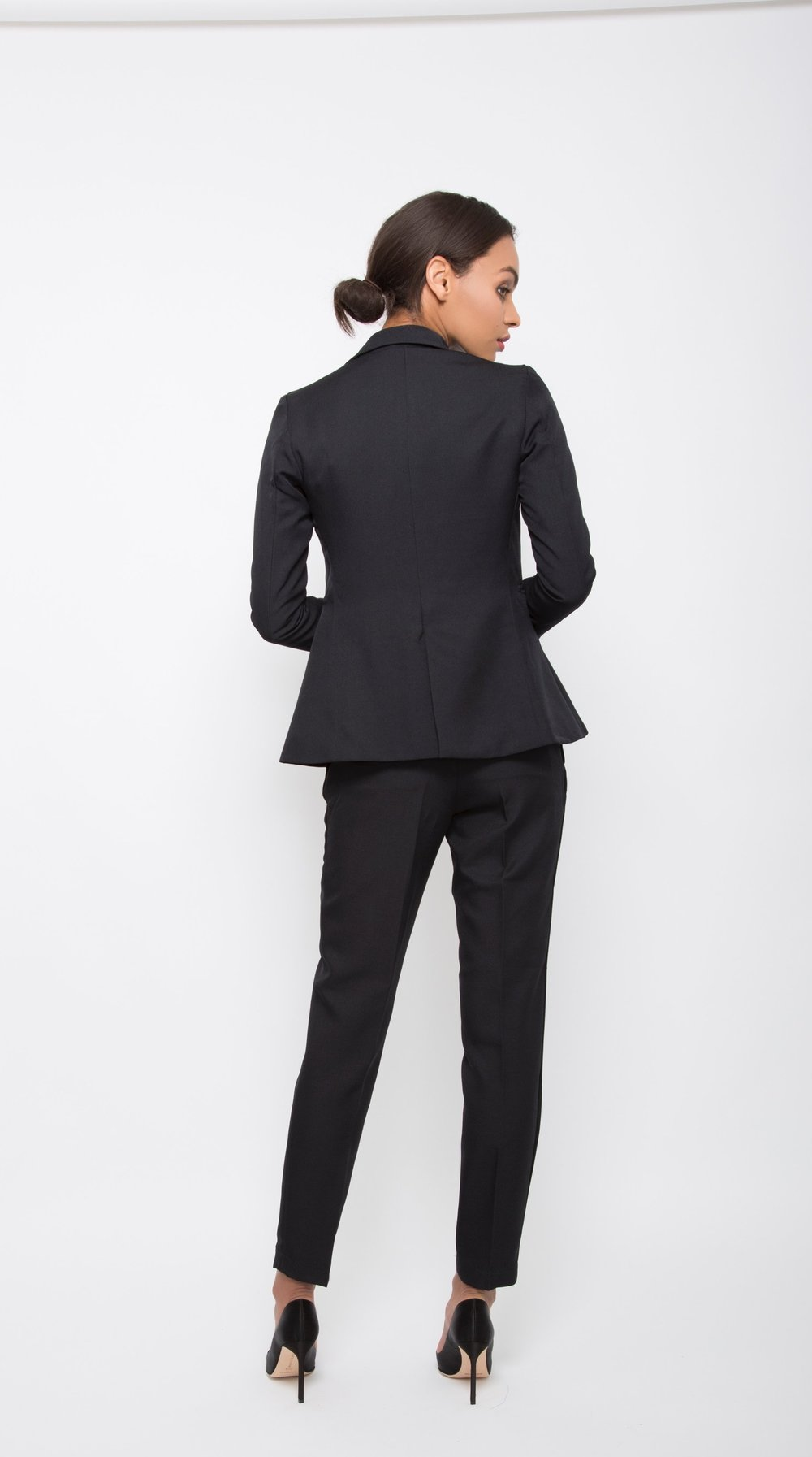 Flatterig Black Pant Suit