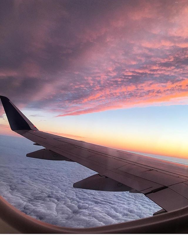 Window seat, please. ☁️ 📷: @calli.hadjipateras