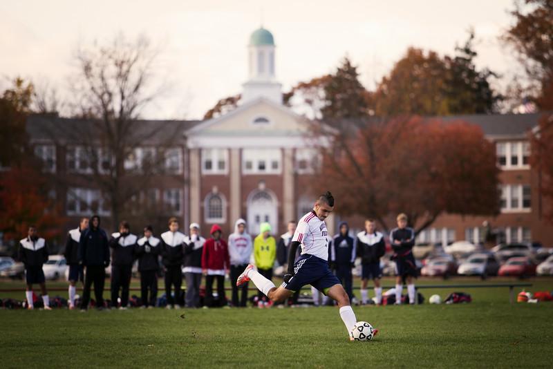 2013-11-08-v-boys-soccer-vs-rutgers-prep-705-L.jpg