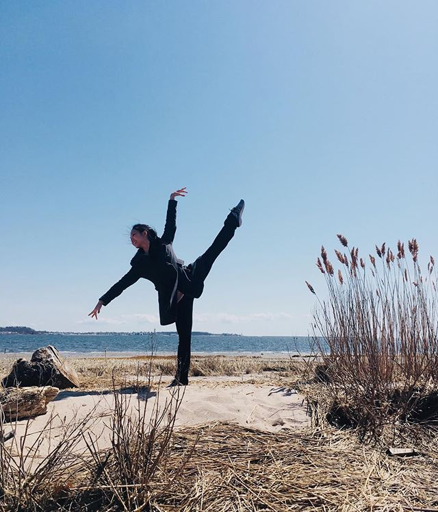 #helloapril // thankful for a day of rest in the midst of a busy spring season performing and touring with @ballet58 💕 . . #throwback to touring the East Coast last April #b58ontour . . . . . . #alaseconde #ballet #dance #danceeverywhere #beachballet #chicago #chidance #chiart #newhampshire #tourlife #dancephotography #instaballet #professionaldancer #artist #artstigators #dukedance #dukedancealum #foreverduke