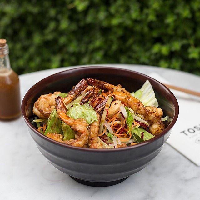 #AntojitosDeMiércoles 😋 . Si eres amante de los langostinos, tienes que probar esta ensalada. ¡No te arrepentirás!🔝🔝 . . . . . . #toshi #nikkei #lovefood #love #instagood #makis #sushi #picoftheday #food #igers #instagram #instamood #photography #foodporn #instapic #instafood #instacool #gastronomy #foodstagram #peruvianfood #comidajaponesa #japanesefood #Lima #Peru #gourmet #toshifans #trendy #instafoodies #fooddies