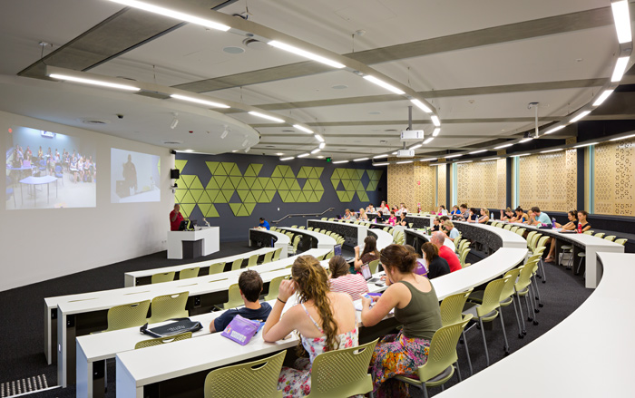 The room is arranged to facilitate debate and discussion.  Double rows per tier enable students to move flexible on free moving chairs or stand and move freely around the room.