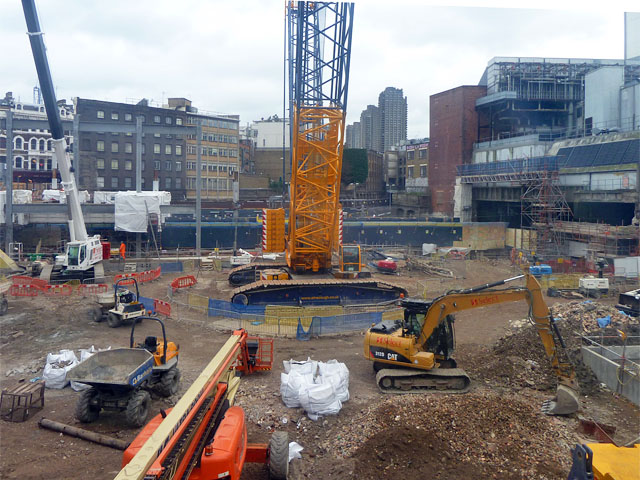 Crossrail_construction_site,_Farringdon_-_geograph.org.uk_-_2259281.jpg
