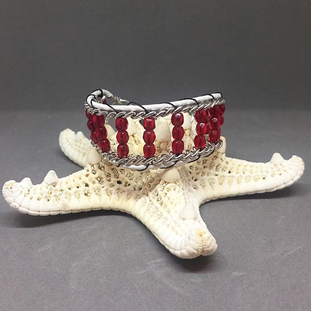 🌴BeachBum Candy 'Tis the season' #bracelet 🎄 Place your orders now to receive by Christmas! Happy Holidays! #beachfashion #sandfashion #beachbumcandy #armcandy#wrapbracelet #jewelry #fashionstyle #giftideas