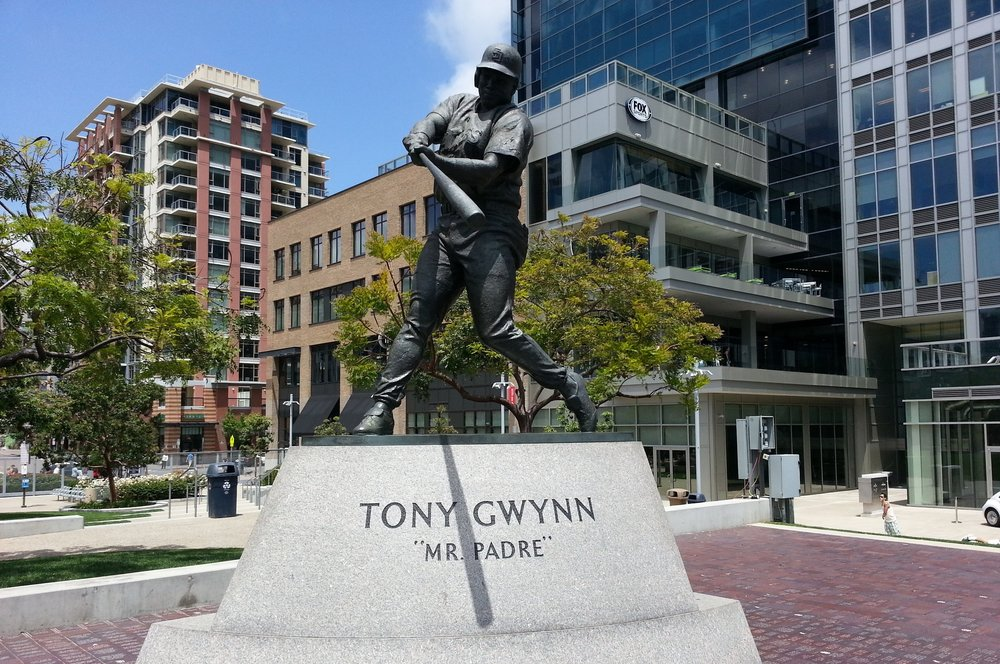 Tony-Gwynn-Statue-photo-by-The-Hopfather.jpg