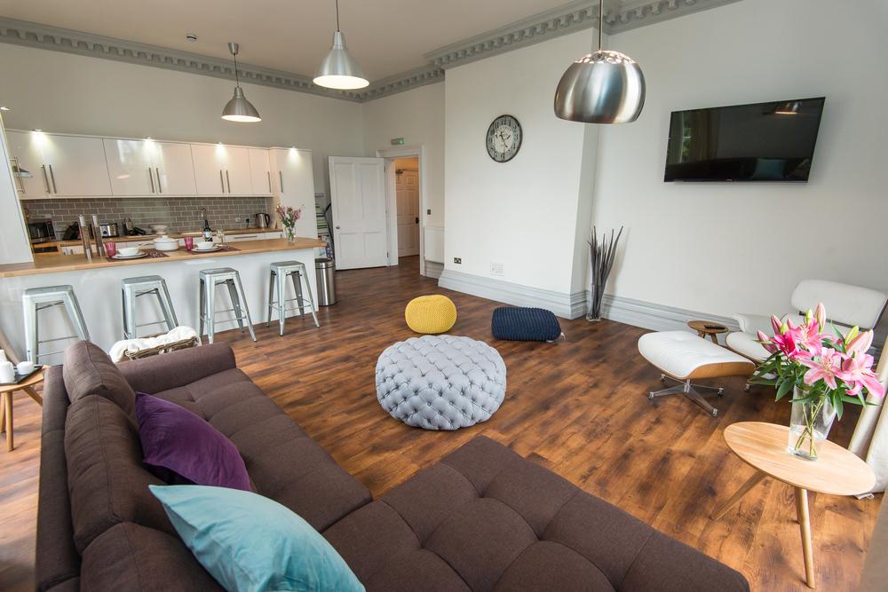 Woodside Lounge / Kitchen