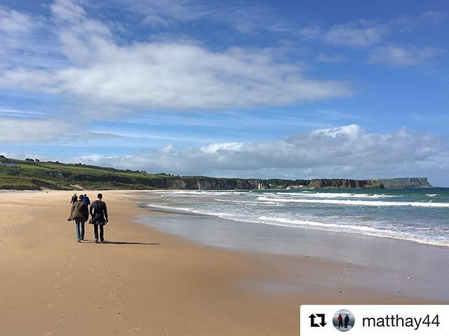 County Antrim still basking in the sunshine somehow. This week's #bathlodgers headed to White Park Bay for a stroll #whiteparkbay #countyantrim #costadelcauseway #causewaycoast #lolidays #sunny #seaside #getoutside #goexplore
