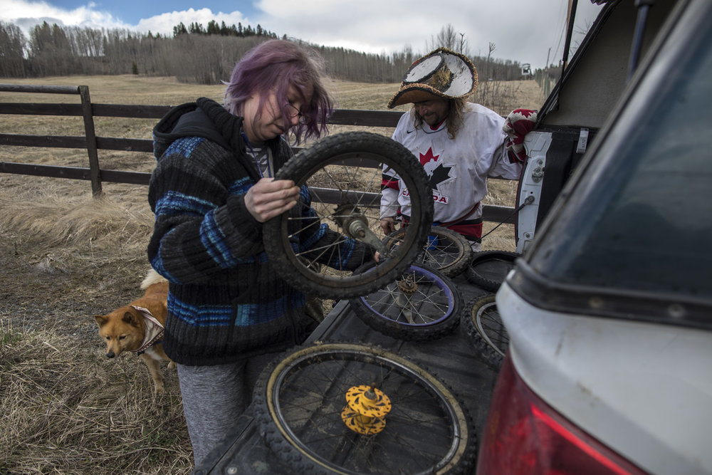 Mike Ranta chats with Hippie Ray in Bridge Lake, British Columbia, before walking into another snow storm on highway 24 to Little Fort. . 20170424.  Photo/David Jackson