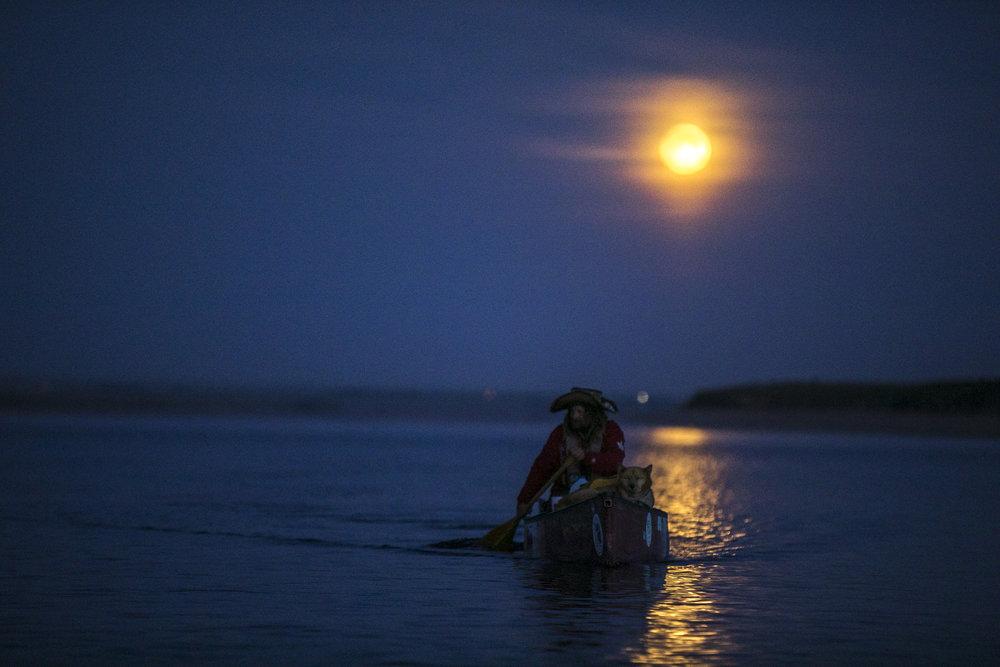 After paddling through the full moon, Mike Ranta pushes to finish paddling Lake Difenbaker, Saskatchewan. 20170607.  Photo/David Jackson
