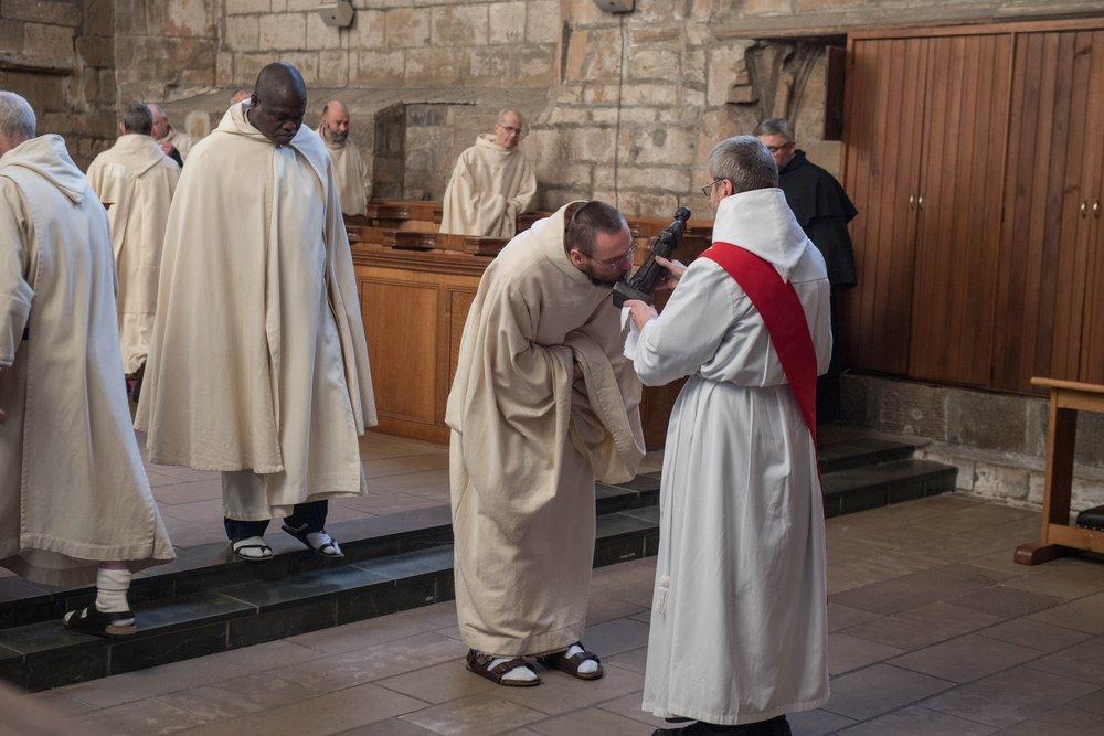Br Simon venerating S Maximilian's relic 2017.jpg