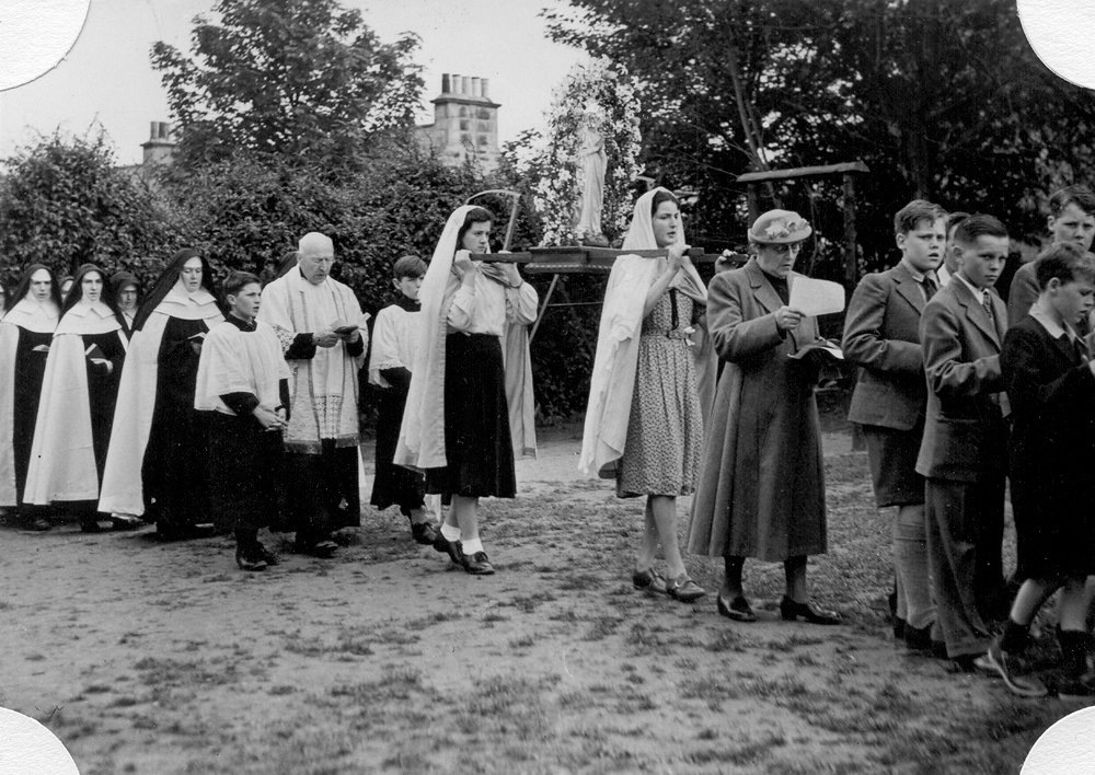 Satue in May Procession 1952 greyfriars.jpg