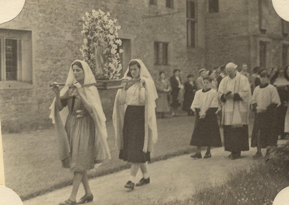 May Procession 1952 greyfriars.jpg