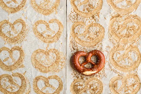 rockenwagner-pretzel-paper1.jpg