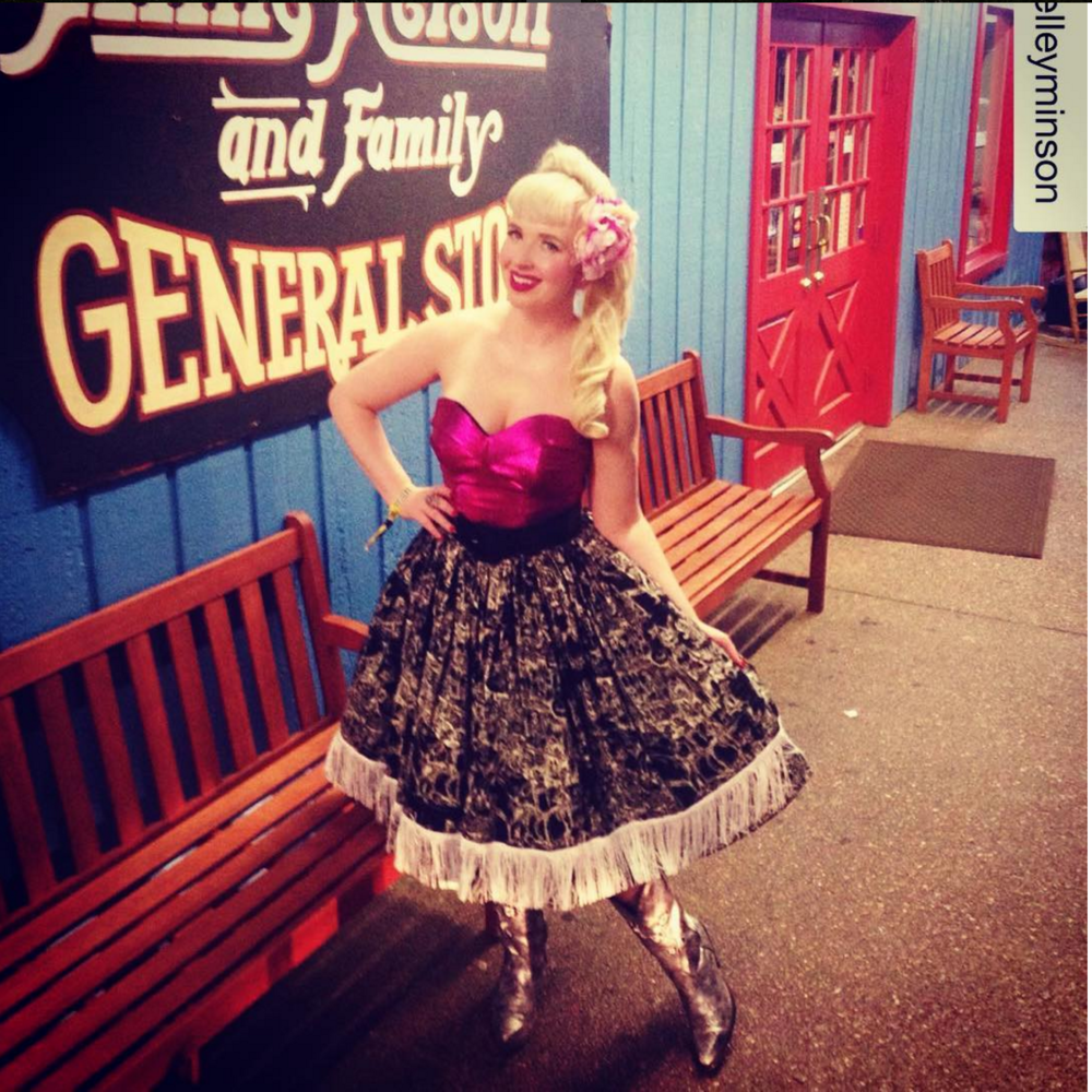 The always gorgeous singer Shelley Minson looking like country rockabilly perfection in the limited edition Nashville Boogie skirt, Into the Black.
