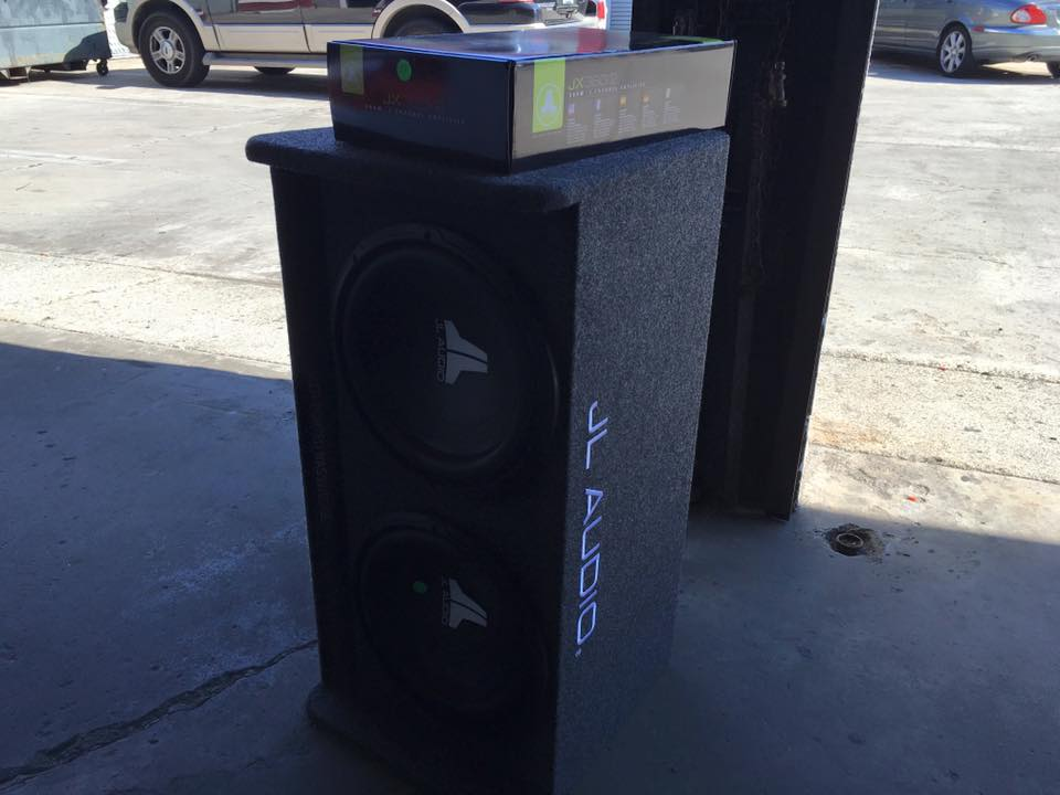 High Quality JL Audio Stereo System and Speakers