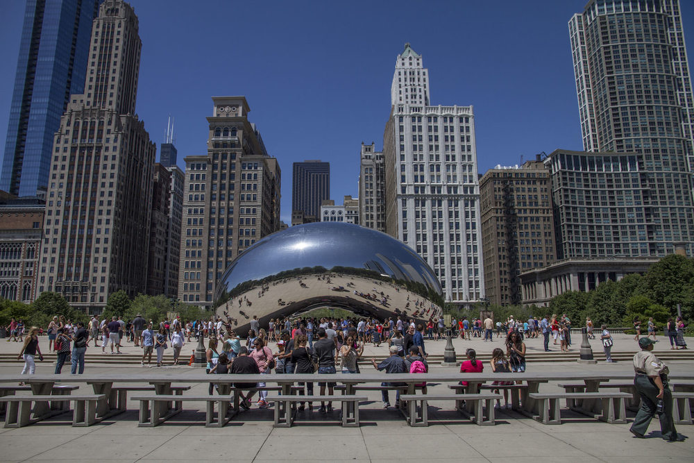 "Look it's the famous Bean.  Did you know its r eal name is ""Cloud Gate""?"