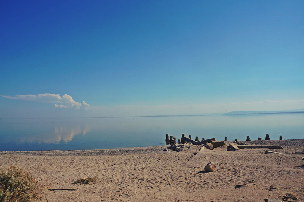 There it is, the Salton Sea, absolutely no movement.  The smell of dead, rotting fish is still in the air. But it's beautiful isn't it?