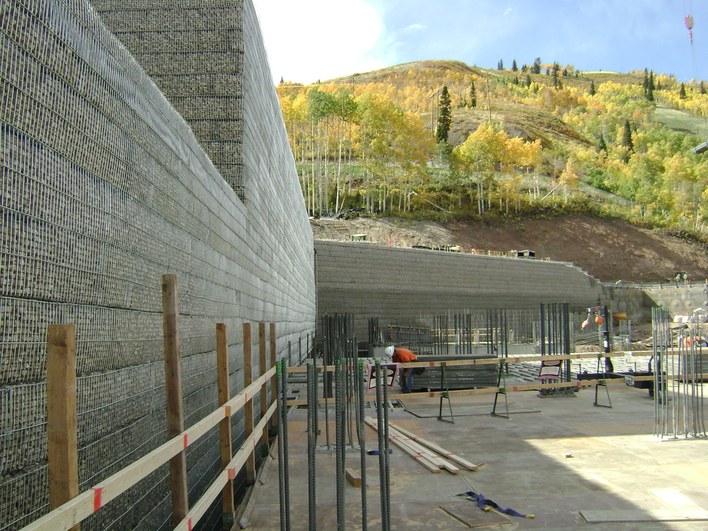 Tieback Anchored Retaining Wall with MSE Rock Filled Wire Face Retaining Wall