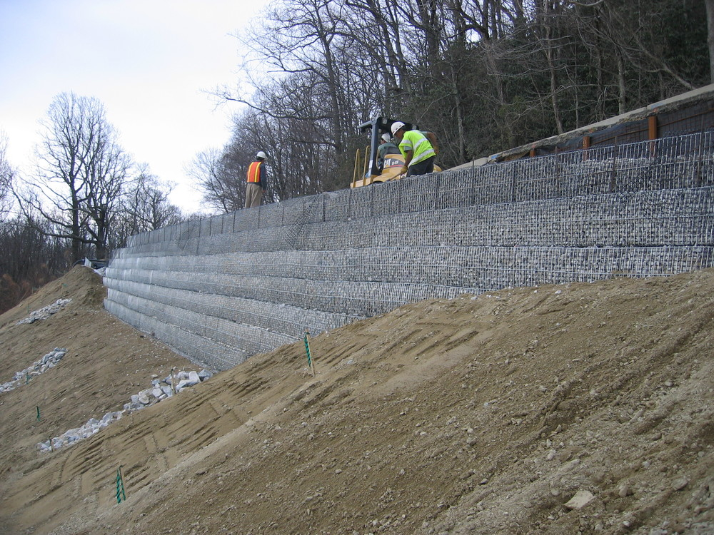 Soil Nail Retaining Wall with MSE Rock Filled Wire Face Retaining Wall