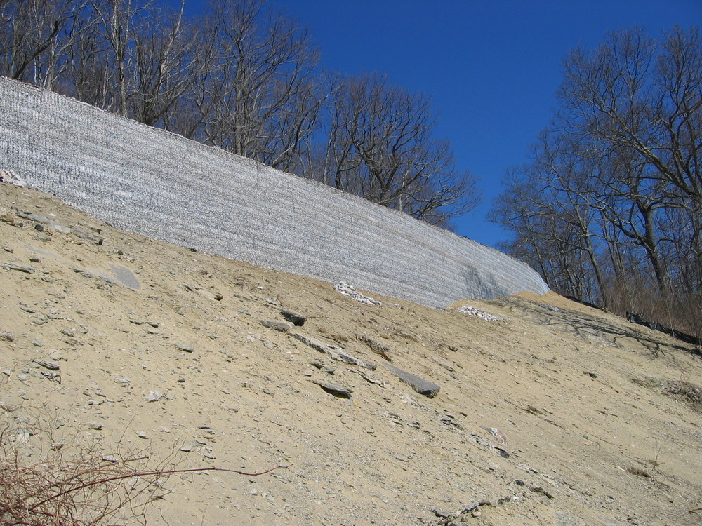 Soil Nail Retaining with MSE Rock Filled Wire Face Retaining Wall