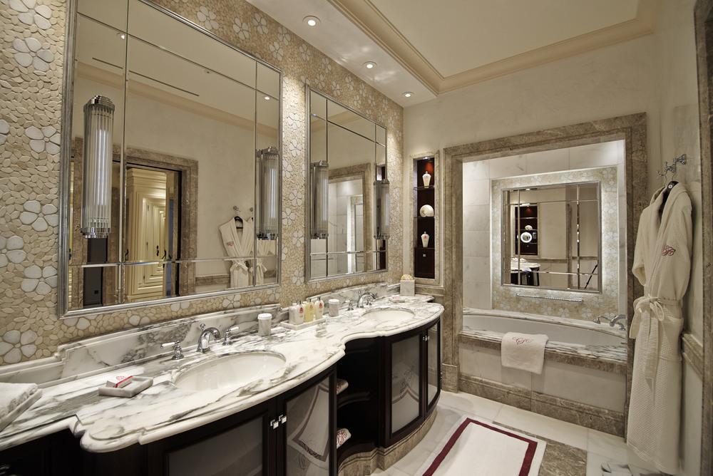 30.ONE BEDROOM SUITE BATHROOM.jpg