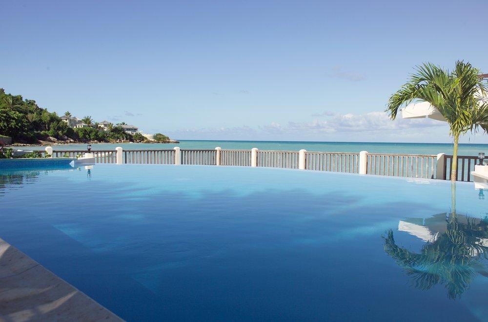 Blue_Waters_Beach_Pool.jpg