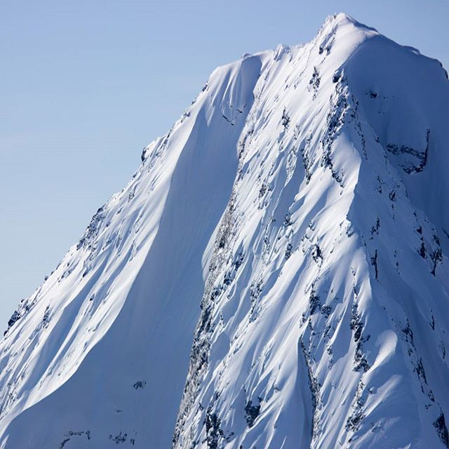 Meteorite Mountain, a Valdez icon. When conditions allow, H2O Guides lands and skis this with our expert/pro level guests.  #valdez #alaska #chugach #mountains #alaskaheliskiing #heliskiingalaska #deancummings #bigmountain #steepskiing #technical #skiing #ski #snowboarding