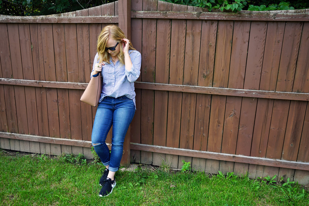 Nike Tanjun Sneakers, Articles of Society Sarah Distressed Raw Hem Skinny Jeans Rodeo, Zara striped blouse, Ray Ban New Wayfarer - Maggie a la Mode The Sneaker Trend