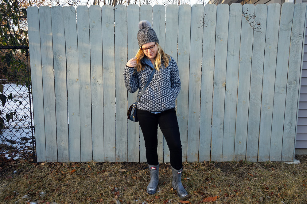 Maggie a la Mode - Madewell Harmonica Pullover, Madewell Perfect Chambray Sunday Shirt, Citizens of Humanity Rocket Jeans Axel, Free People Powder River Pom Beanie, Hunter Original Short Boot