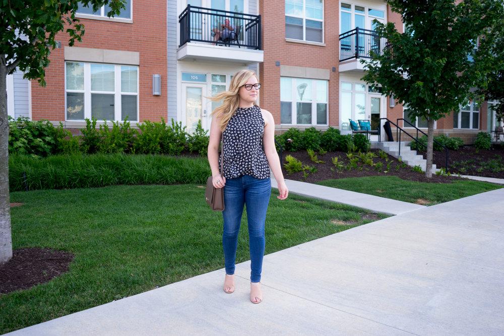 Maggie a la Mode - Ann Taylor LOFT Floral Ruffle Back Shell, AG Farrah Skinny Jeans, Vince Faine Sandals, Cuyana The Shoulder Bag