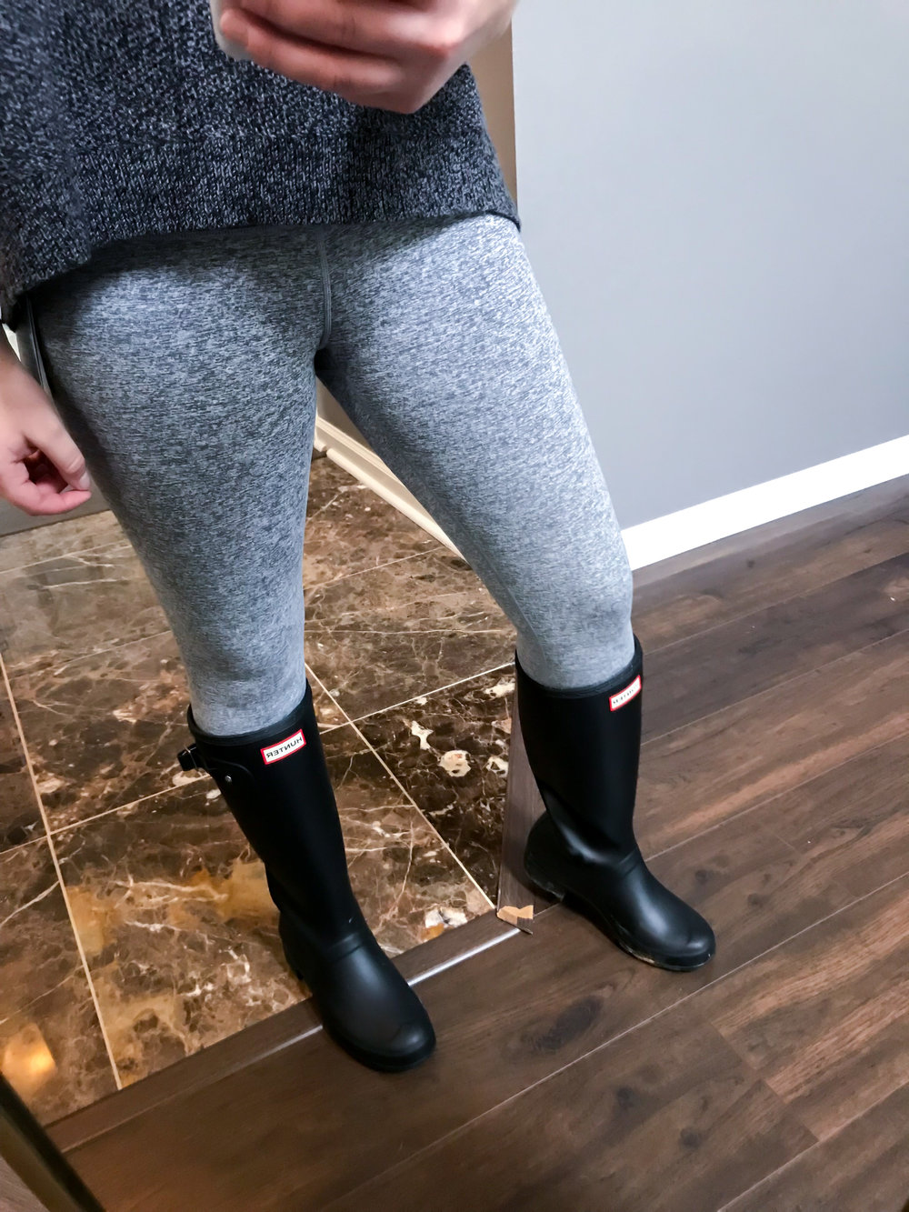 Maggie a la Mode Nordstrom Anniversary Sale 2018 Zella Live In Ombre Midi Leggings in Grey Graphite, Hunter Original Tall Rain Boots