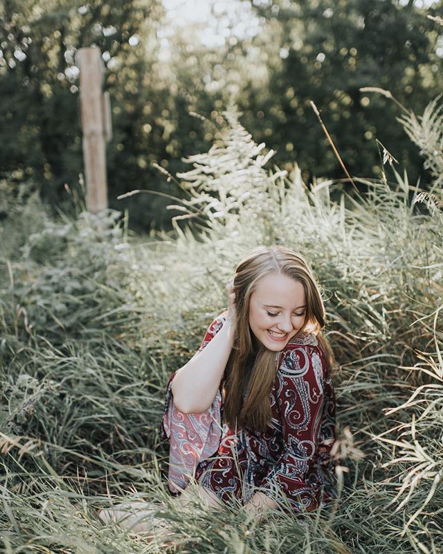 This babe's senior session was a dream to kick my senior season off with! For all of you seniors who haven't booked your session yet, I only have just a few slots left for September and October so don't wait!